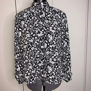 Banana Republic Blouse White & black Size M